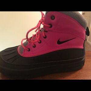 Nike girls acg boots